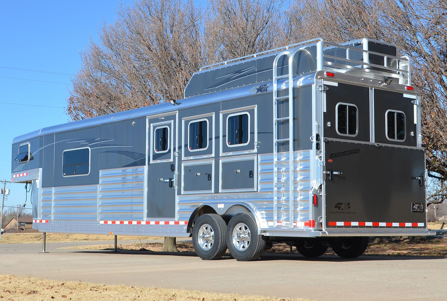 Charcoal Metallic Skin With Pn 512 Graphics In Charcoal 800 848 3095 Horse Trailers Horse Trailer Horses