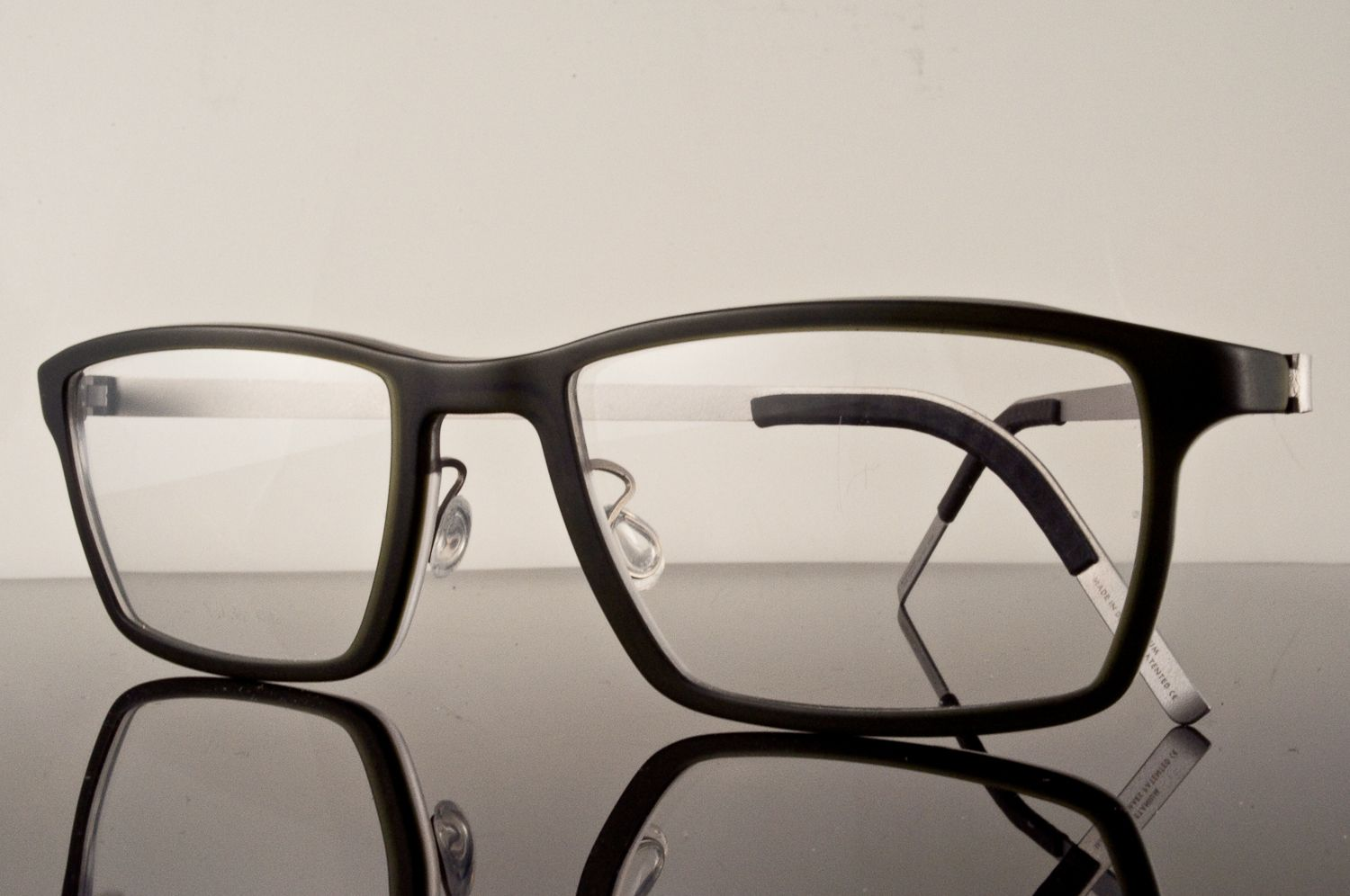 Lindberg 1228. Lindberg frames with green plastic front and matte ...