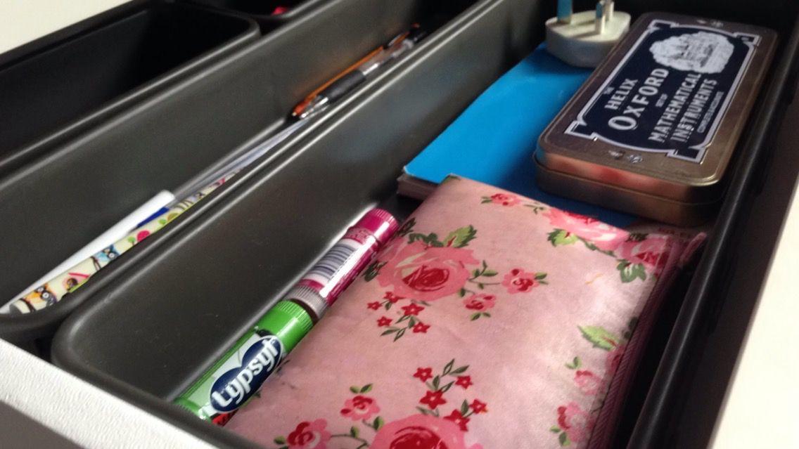 How to tidy your desk || YanetsaysHey
