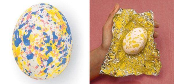 décoration œufs de Pâques en peinture acrylique et papier alu