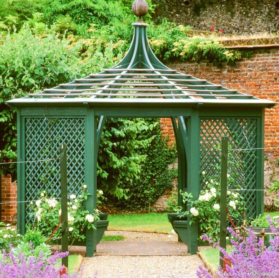 Kiosque de jardin : 7 modèles super décoratifs | Gardens
