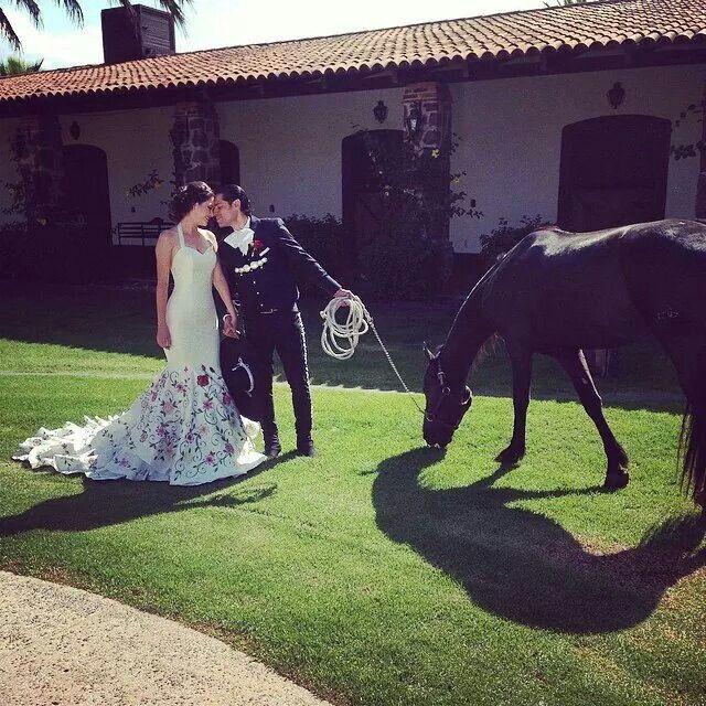 Rustic Mexican Wedding Theme: Wedding Ranchera. #mexicanweddings #rancho