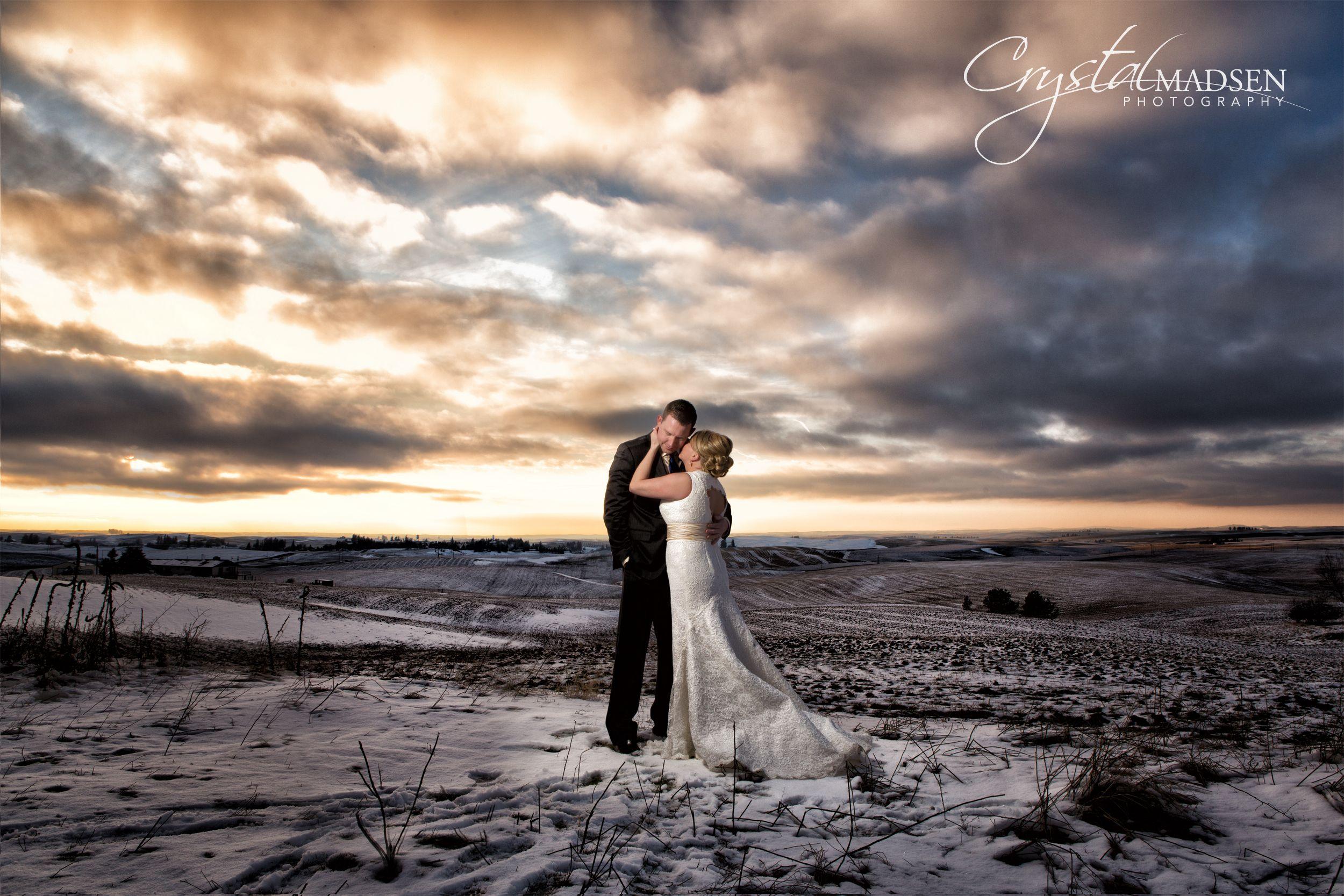 Outdoor Winter Wedding Photography: Stunning Outdoor Winter Wedding Photography.