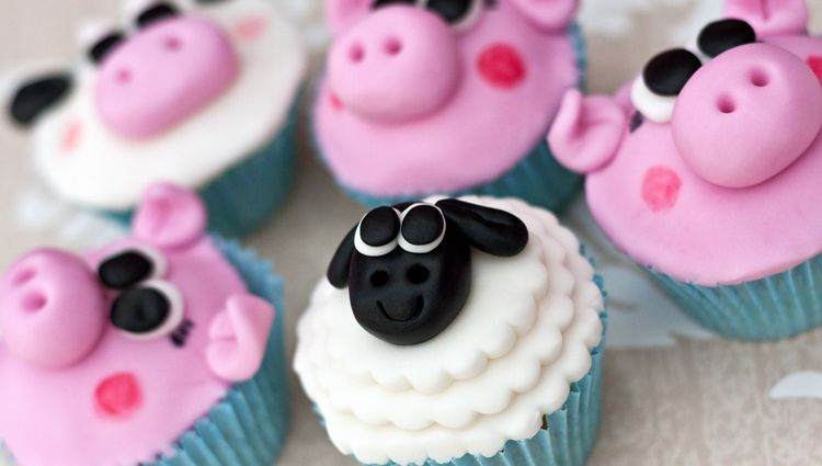 We love these sheep, pig and cow cupcakes by the Bristol