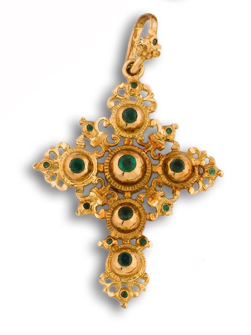 532718c07bc9 Cruz de oro y piedras preciosas.