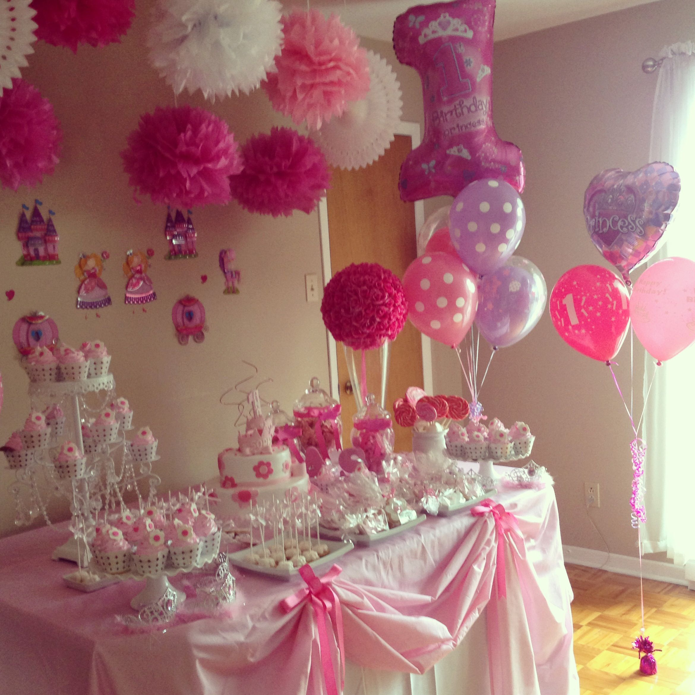 Princess decoration princess ana sophia 39 s 1st birthday for Simple party decorations at home