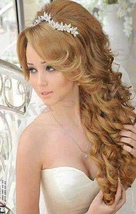 Peinados De 15 Anos Para Cabello Largo Con Tiara Peinados De Novia Peinados De Novia Semirecogidos Peinados Elegantes