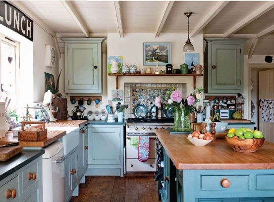 Cute country cottage kitchen country homes and manor for Cute yellow kitchen ideas