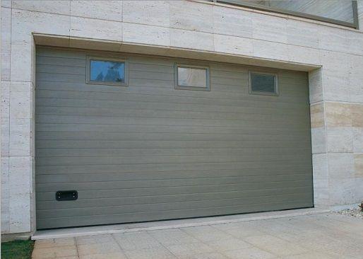 Porte De Garage Sectionnelle A Rainures Horizontales Avec Images Porte Garage Garage Porte De Garage Sectionnelle