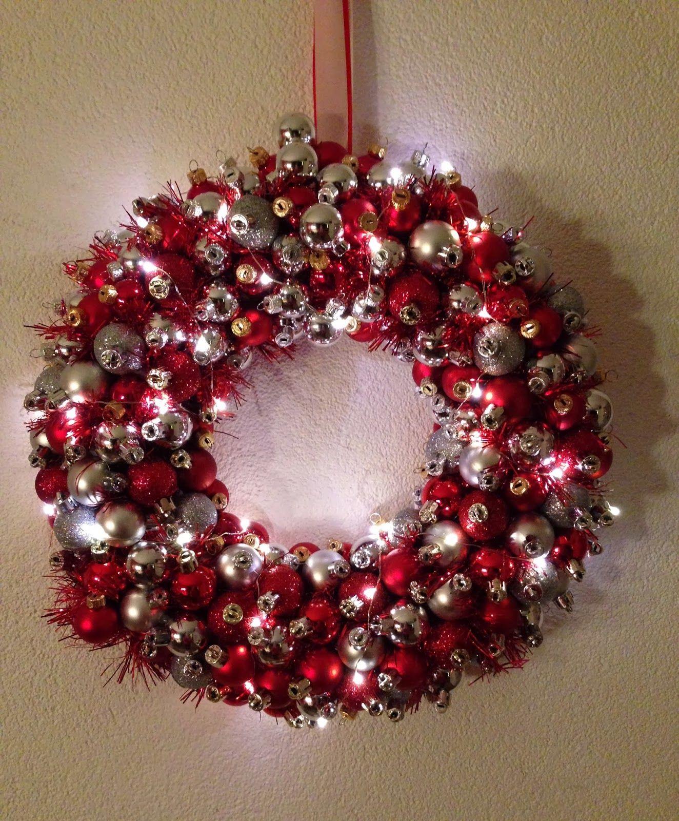 Kerstkrans met kerstballen en verlichting: Op internet zag ik hele ...