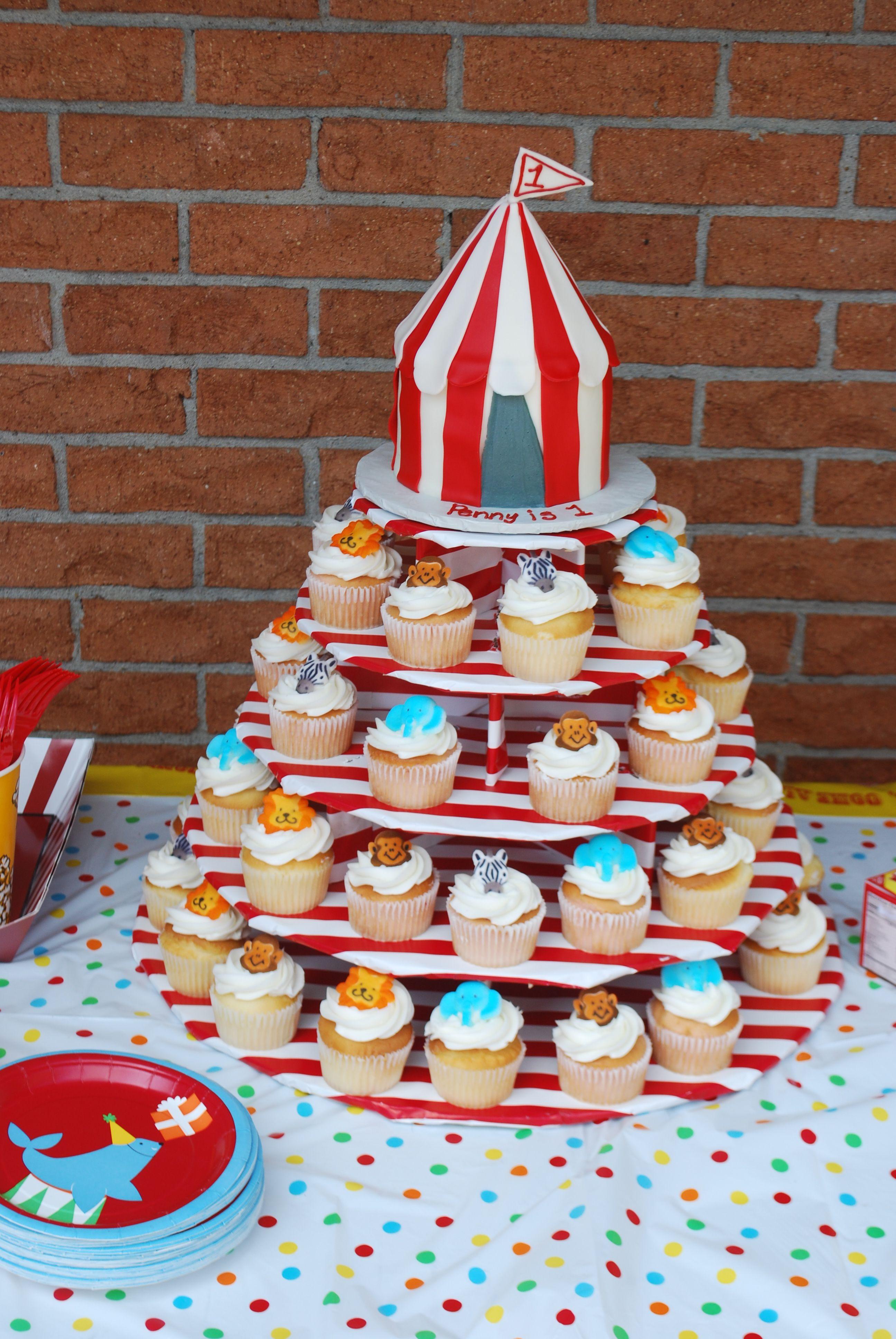 Pennyu0027s 1st Birthday cake. Circus tent cake with animal cup cakes. & Pennyu0027s 1st Birthday cake. Circus tent cake with animal cup cakes ...