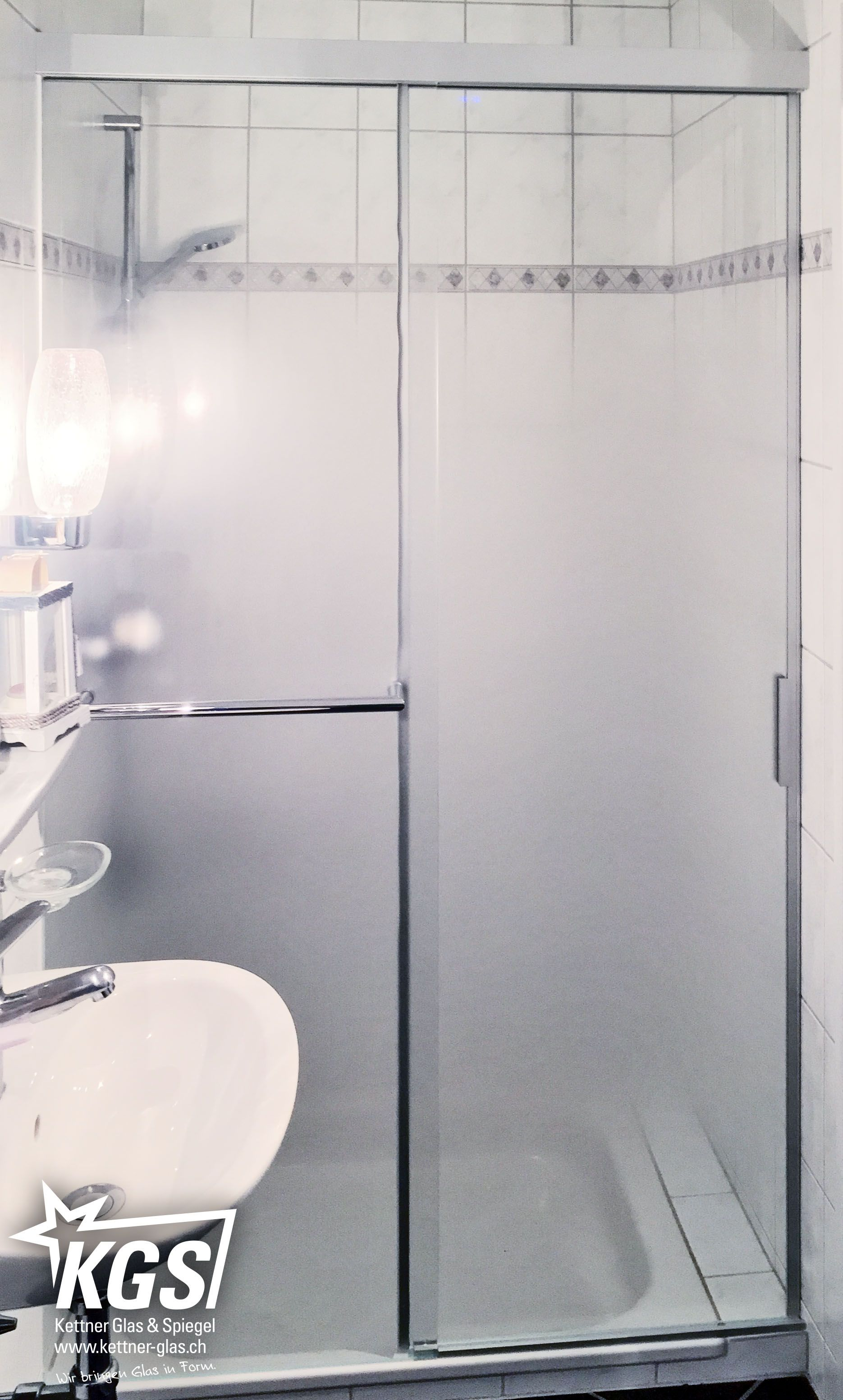 Ersatz Einer Duschkabine Durch Unsere Eku Banio Nischenduschkabinenlosung Aus Diamant Glas Mit Progressivatzung Und Integrier Duschkabine Dusche Handtuchhalter
