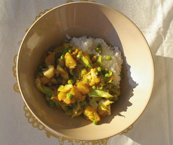 Intialaisittain maustettua kaaliperunaherkkua | Rokkirekki