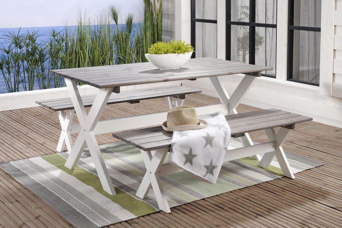 Valkoisen/harmaan väriseksi maalattua mäntyä. Pöytä 77x150 cm, 2 penkkiä 39x140 cm.