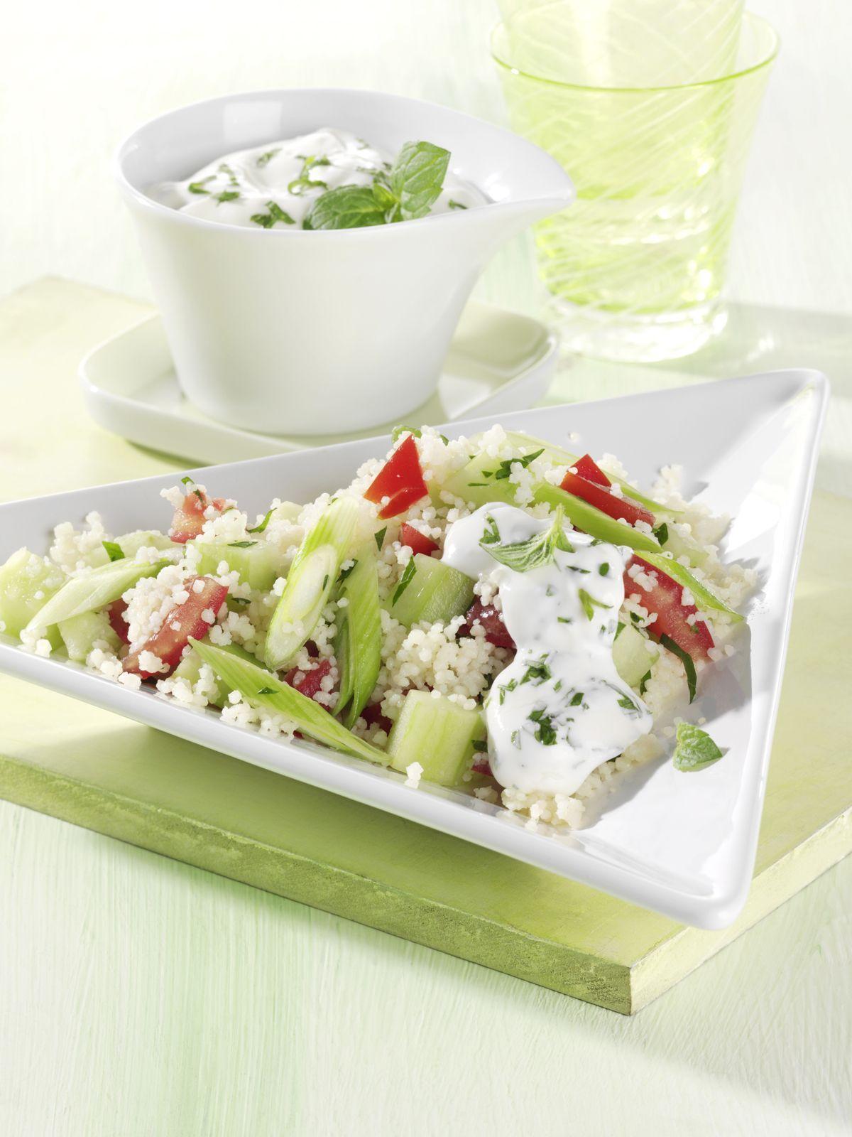 Couscous-Salat mit Tomate und Gurke - smarter - Zeit: 25 Min. | eatsmarter.de