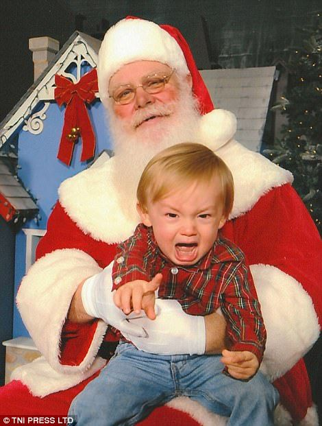 Photos That Prove Believing In Santas Isn T Always Magical Scary Christmas Creepy Bad Santa