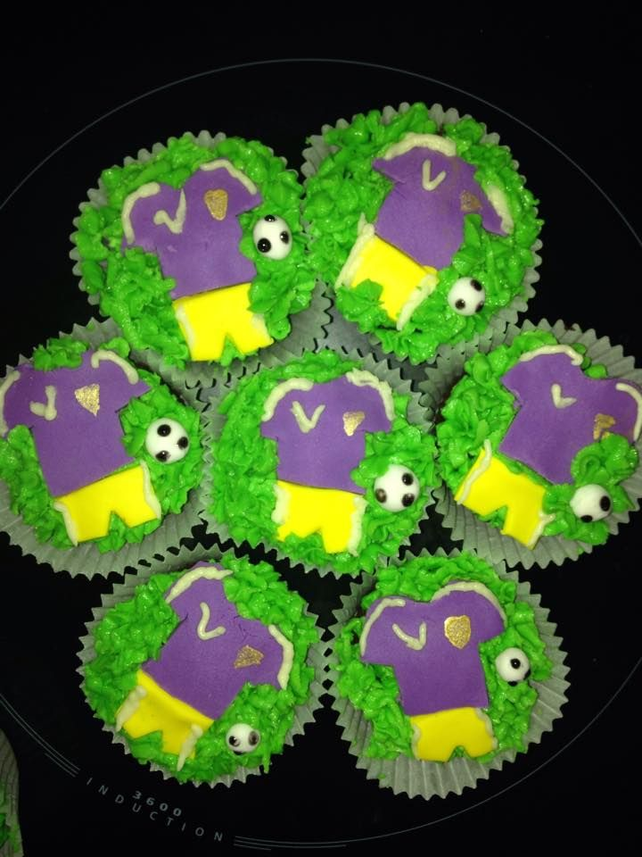 Quick cupcakes for a soccer breakup party done in the boys uniform colours.
