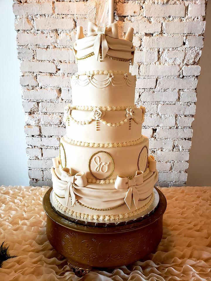 Quince Custom Birthday Cake Quince cakes, Custom