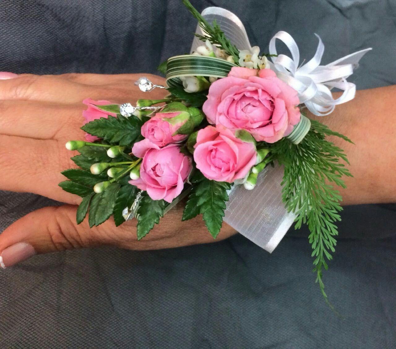 Corsage De Mano De Rosas Rosadas Para Fiestas Corsage Para Fiestas