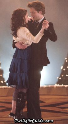 Twilight Movie Pictures - bella-dance-leg | The Twilight