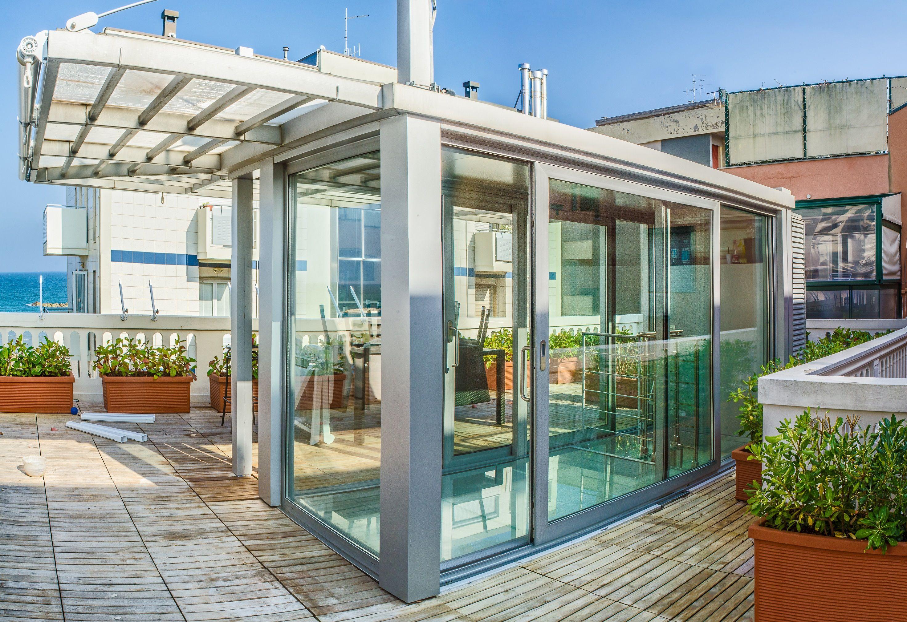 Veranda a tutta vetrata per copertura accesso scala a - Caldaia all interno dell appartamento ...