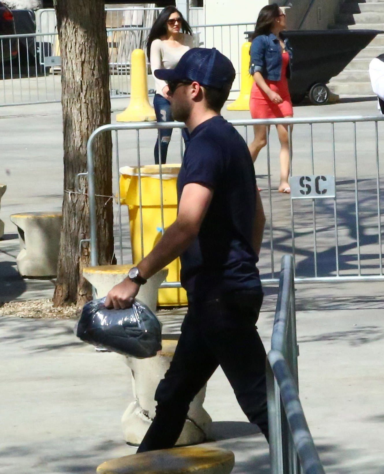 Uncategorized Niall Games april 1st niall leaving the staples center after clippers clipperslakers game