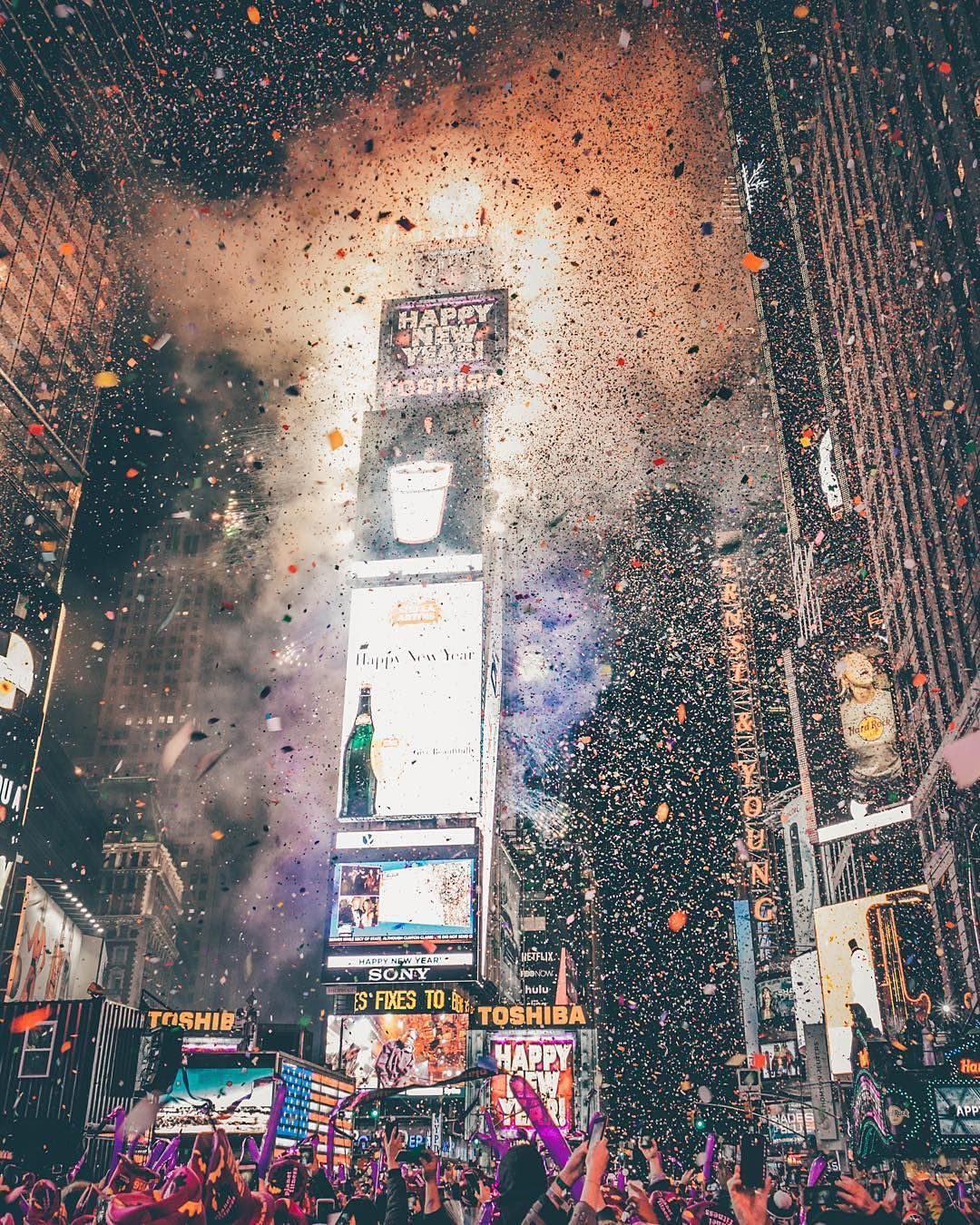 Happynewyear Photo By Deeo By Newyork Instagram New Year S Eve Wallpaper New York New Years Eve New Year Wallpaper