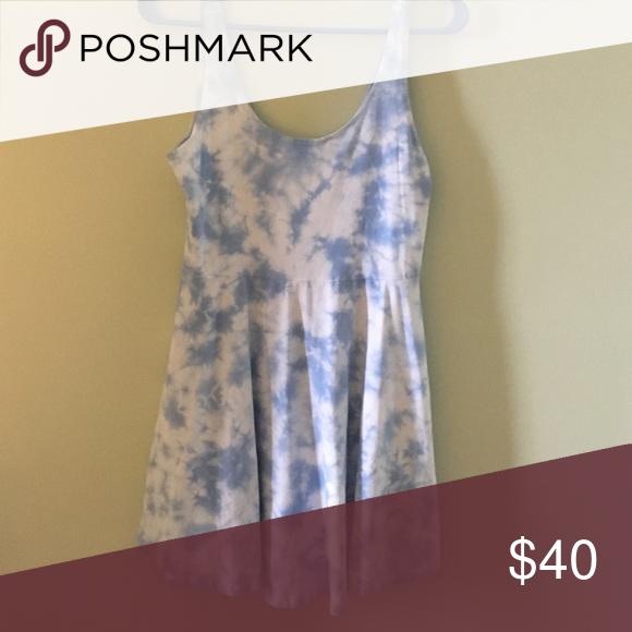 Tie dye dress Great summer dress, never worn! Tried on so comfy 😊 Dresses Midi