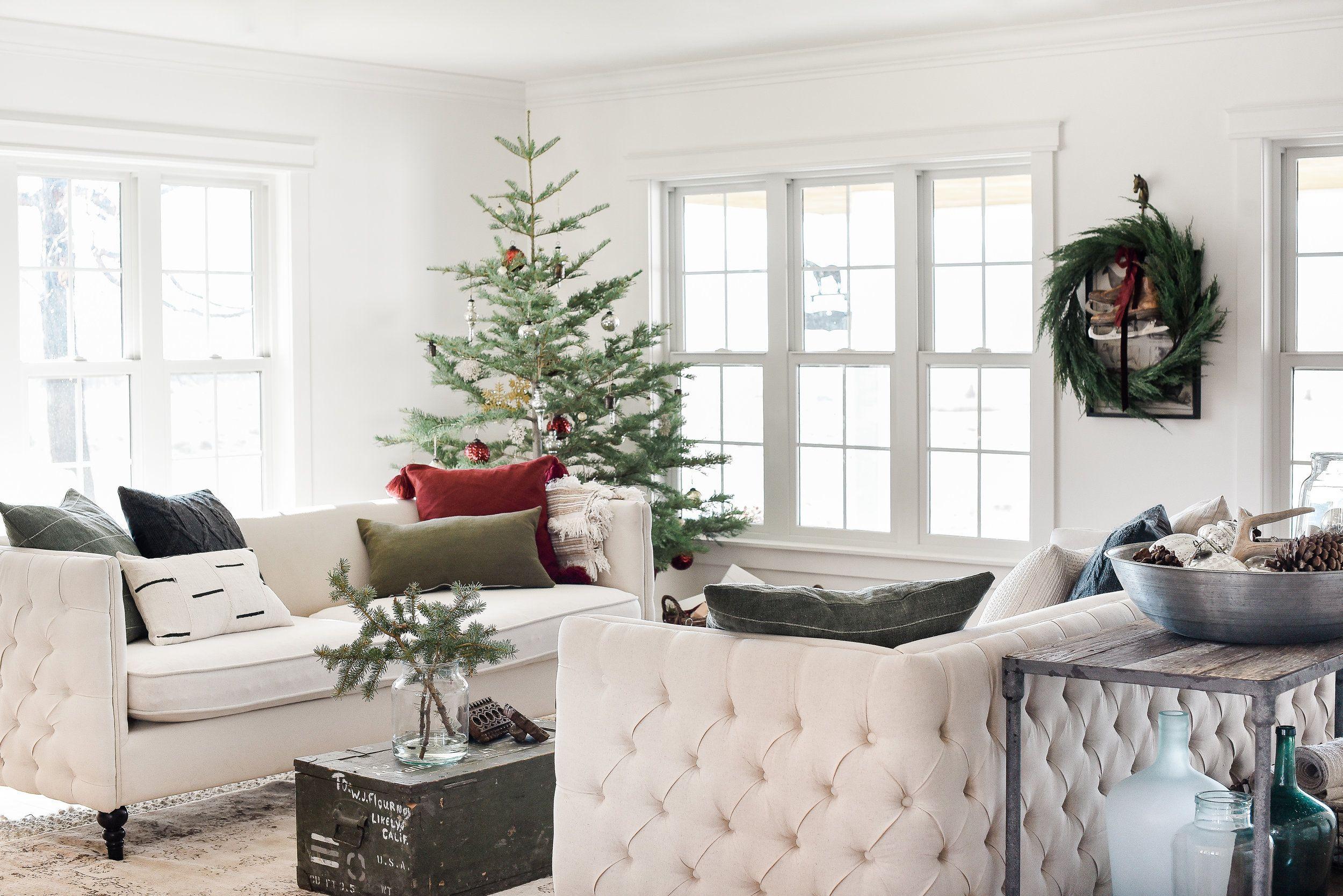 Farmhouse Christmas Decor: Living Room & Tree Ideas