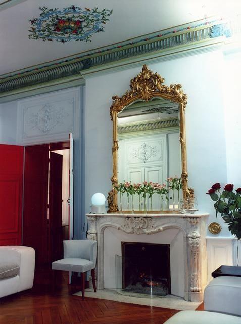 Salon Haussmannien Au Classique Revisite Idee Deco Salon Deco Salon