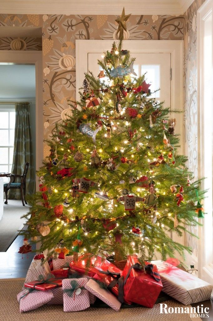 15+ Romantic Christmas Tree Ideas for Your Home - Romantic Homes