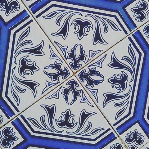 Azul - ejos… #azulejos #blue #azul #photographer #photograpy #photography #photographylovers (em Évora D'Alcobaça, Leiria, Portugal)