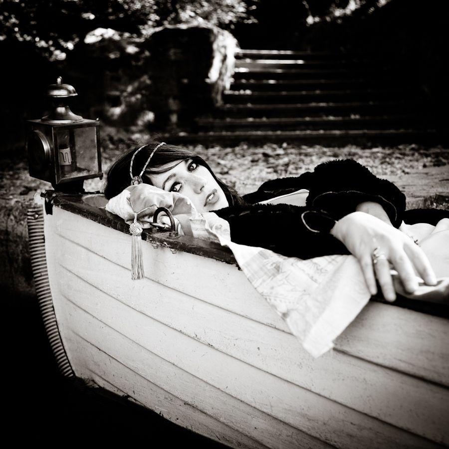 Clémence léauté black white photography by vinciane verguethen voyez vous music shooting