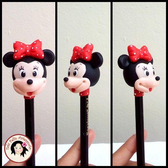 Lápis com ponteira da Minnie em biscuit, ideal para lembrancinhas e tb para presentear.