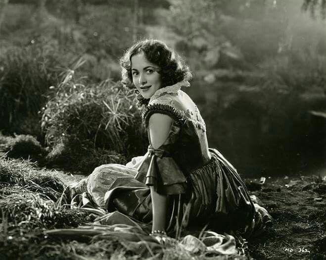 """Olivia de Havilland as Hermia in """"A Midsummer Night's Dream"""" (1935 ..."""