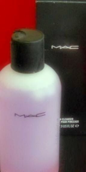 Il Giardino dei Gelsomini: #MACCosmetics #BrushCleanser #brushes: #review #makeup #beauty #ilviaggiointornoalsole
