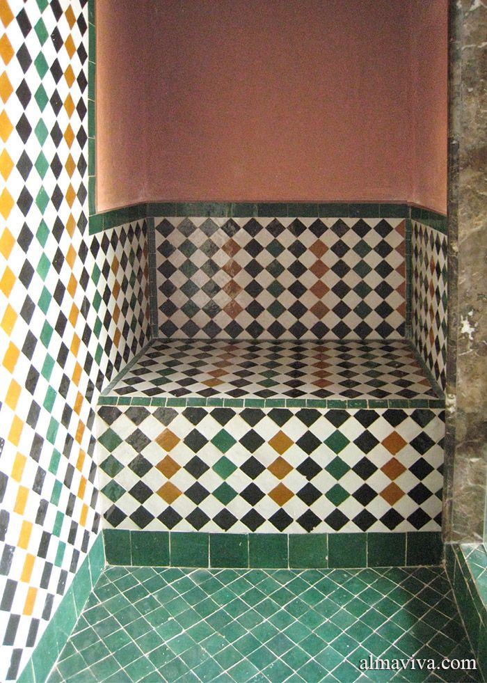 douche avec assise en zelliges blanc vert brun et noir. Black Bedroom Furniture Sets. Home Design Ideas