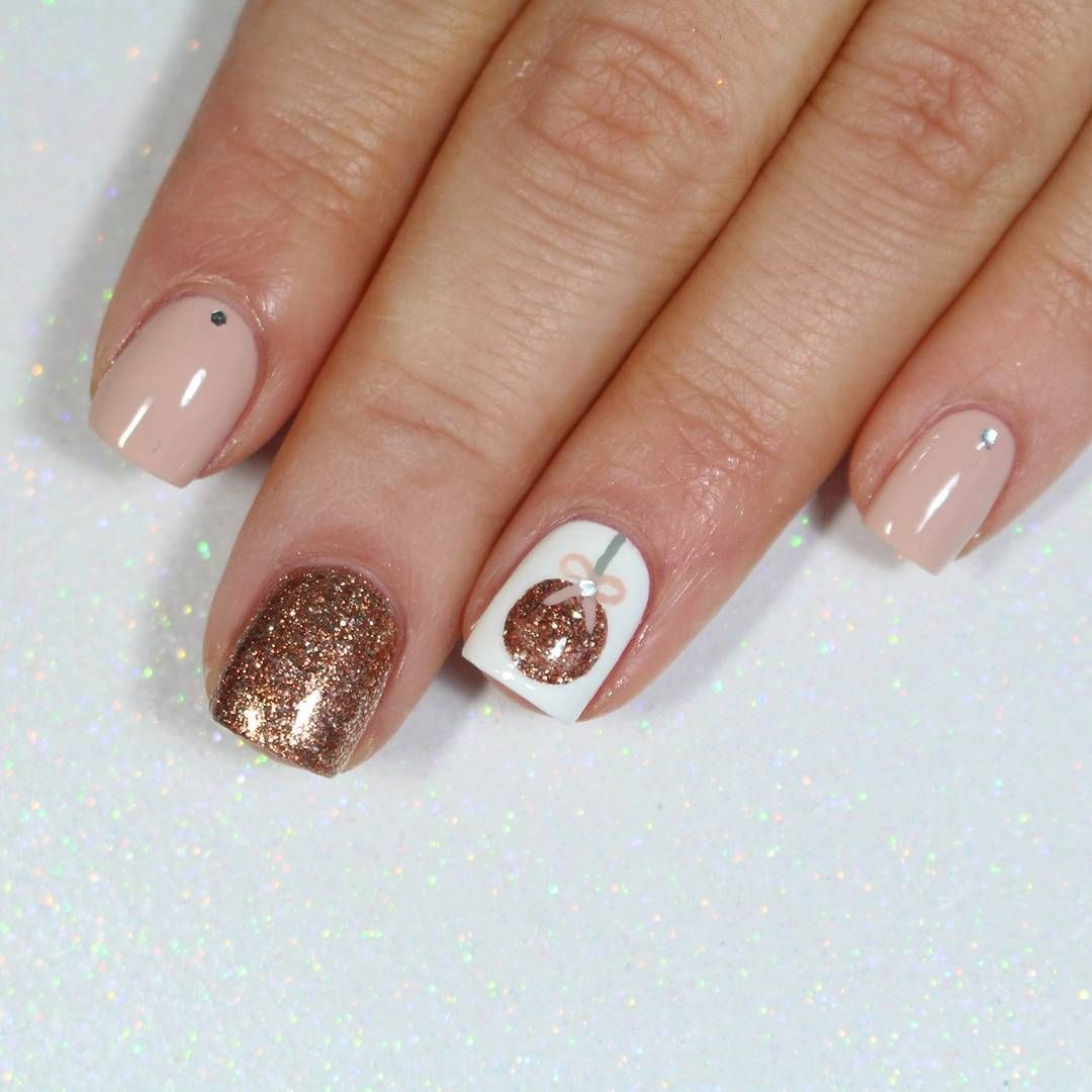Christmas Nails Should Reflect Your Holiday Mood It Happens So That We Know About All The Best Ideas In Exis In 2020 Xmas Nails Christmas Nail Designs Christmas Nails