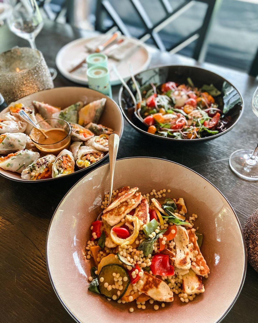 "hmi on Instagram: ""Happy healthy Thursday #autumn #lunch #freshfood #eatyourveggies #haloumisalad #springrollsforlife #delisalad #saldeibiza #hmi…"""