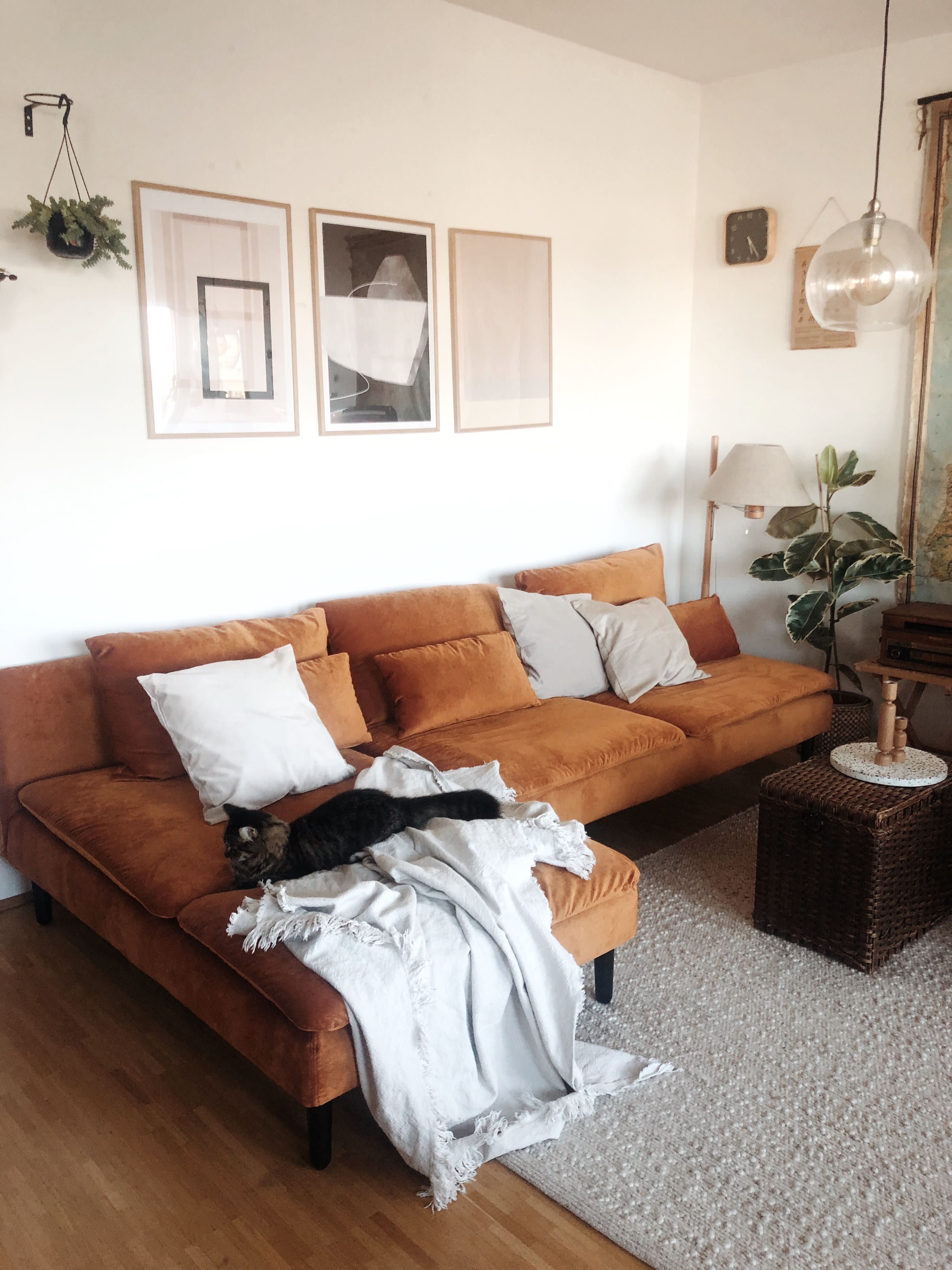 We Re Loving This Vintage Retro Style Living Room The Warm Wood