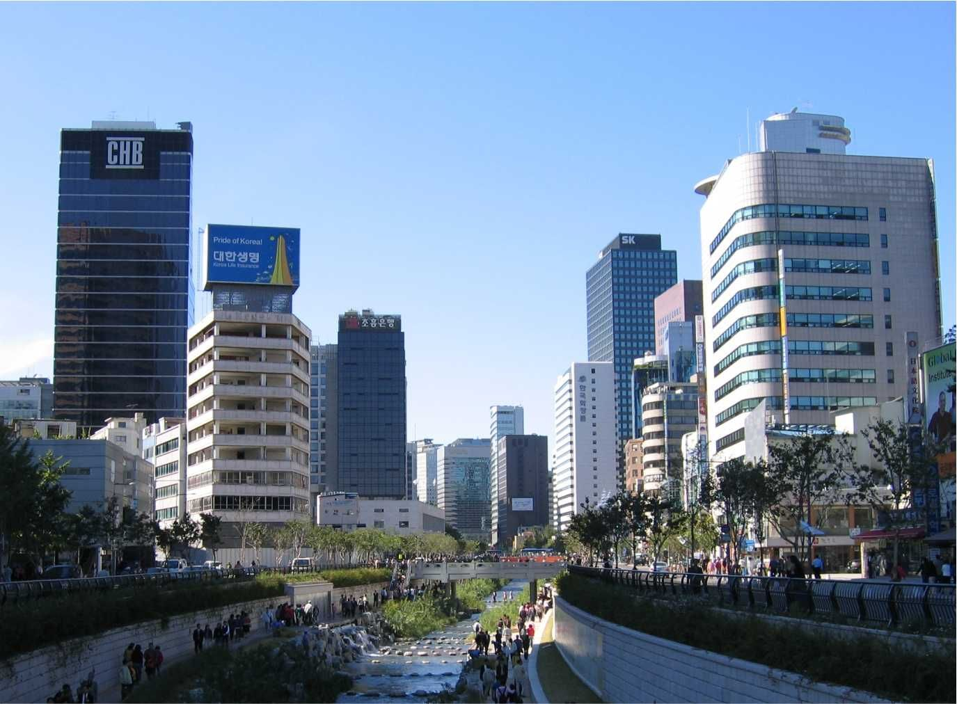 Seul é a capital, bem como a maior e mais importante cidade da Coreia do Sul, situada no noroeste do país, nas margens do Rio Han É a oitava cidade mais populosa do mundo e sua área metropolitana, por sua vez, que inclui a cidade de periférica de Incheon, engloba cerca de 22,7 milhões de habitantes.