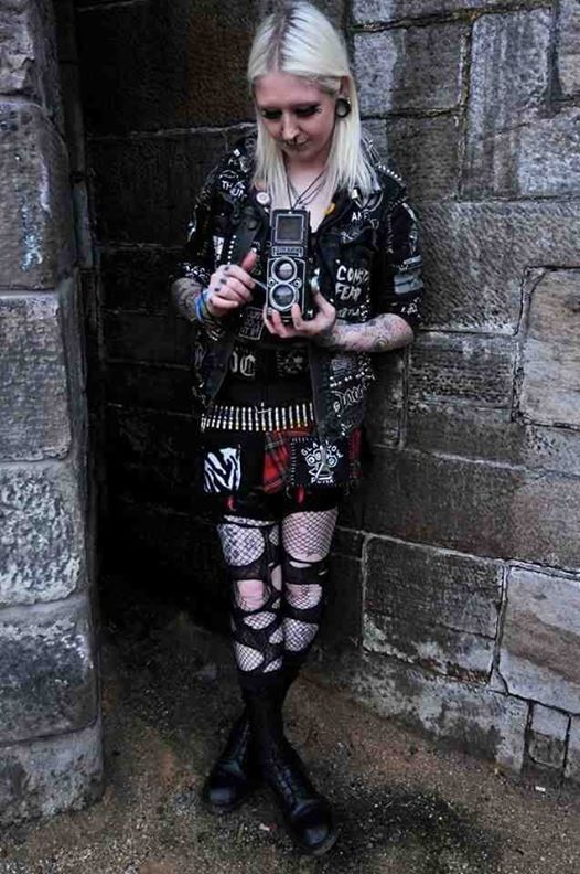 crust punk girl+ patch+ blonde hair+platinum | DIY Clothing for DIY ...