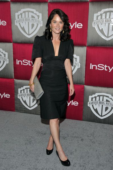Robin Tunney Photos - Actress Robin Tunney arrives at the InStyle/Warner Bros. after party for the 66th Annual Golden Globe Awards held at the Oasis Court at the Beverly Hilton Hotel on January 11, 2009 in Beverly Hills, California.  (Photo by Frazer Harrison/Getty Images) * Local Caption * Robin Tunney - InStyle/Warner Bros Golden Globes Party