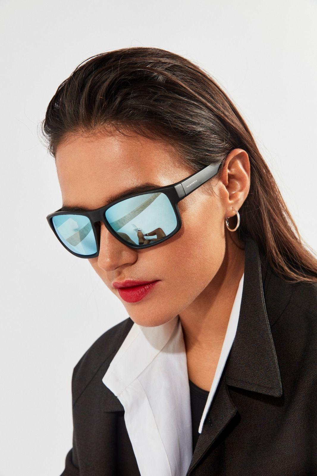 91e0e1459b Gafas de sol Hawkers para hombre y mujer resistentes y flexibles. Diseño  envolvente de estilo