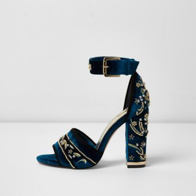 Wow, these blue velvet heels are amazing! I didn't know River Island had such nice shoes. #ad #heelsandals #velvetheels #riverisland #partyshoes