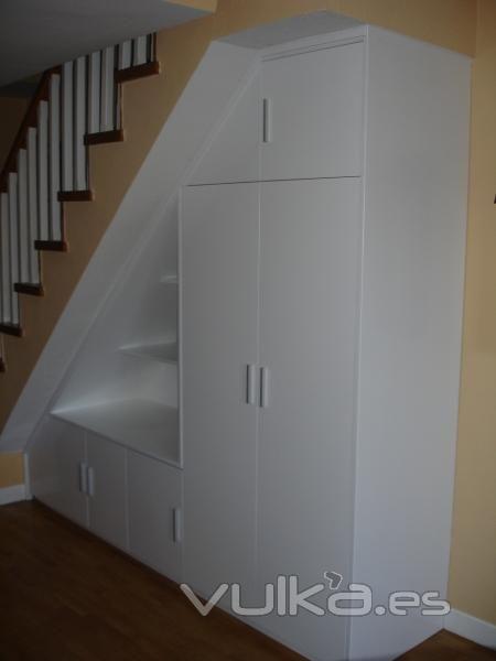 Muebles bajo escalera muebles bajo la escalera - Armario bajo escalera ...