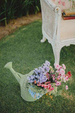 English Garden Vintage Wedding Inspiration | Simply Peachy Wedding Blog