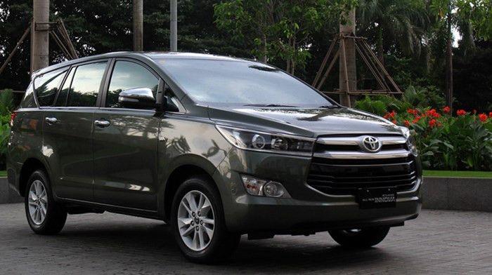 Hiện tại, Toyota Innova 2016 mới chỉ được bán tại các cửa hàng ở Indonesia với mức giá từ 282-423,8 rupiah và được cung ứng 3 phiên bản: G, V và Q. Hãng tham vọng sẽ bán ổn định từ 1.000 – 1.500 chiếc/tháng. Theo thông tin ban đầu từ Toyota Indonesia cho biết thời gian chờ xe đã giảm xuống 2 tháng nhưng do lượng cung cấp vẫn chưa đủ đáp ứng kịp nhu cầu của khách hàng