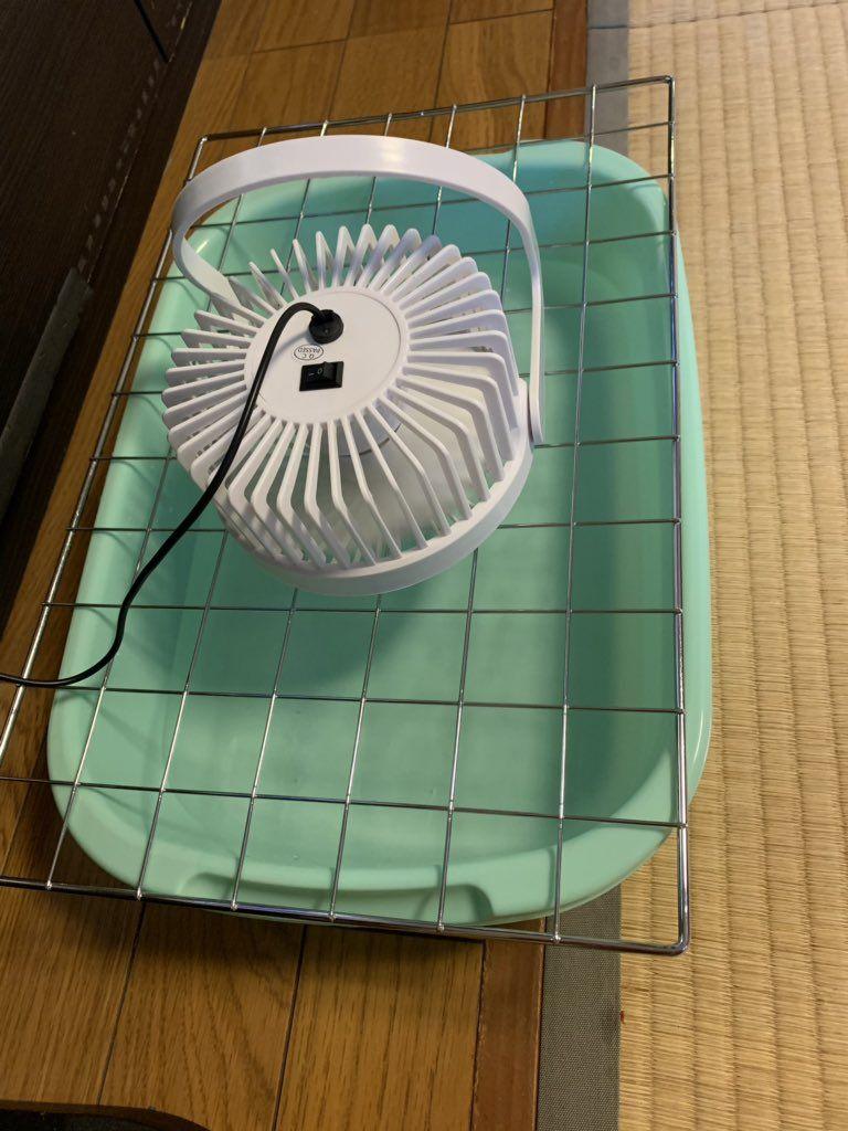 100均でそろう バケツの中に扇風機を向けるだけの自作水式空気清浄機