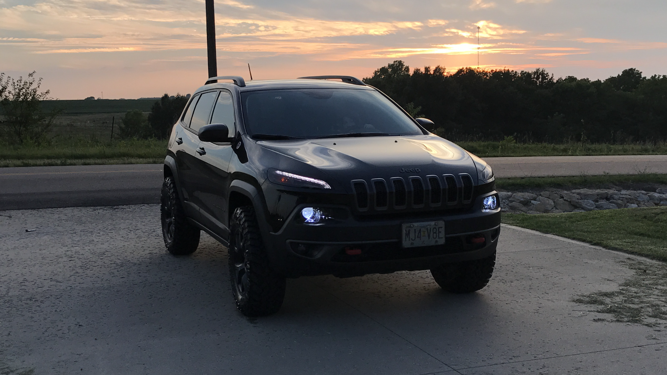 Pin By Matt Kovac On Jeep Cherokee Trailhawk Jeep Cherokee Trailhawk Cherokee Car Jeep Cherokee